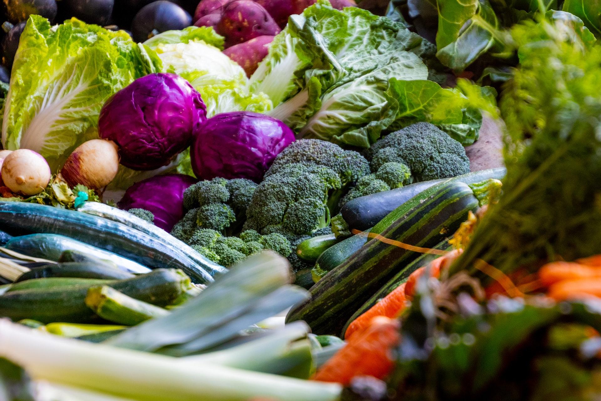 stapel diversen groenten, mensely
